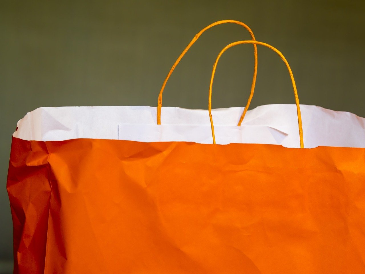 4 situations where a custom paper bag could make a great impression